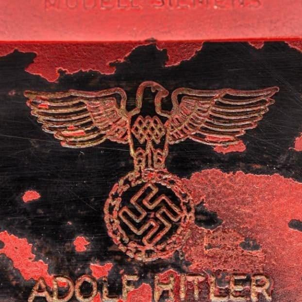 """""""Kitle imha silahı"""" olarak nitelendirilen Hitler'e ait kırmızı hatlı telefon 243 bin dolara satıldı."""