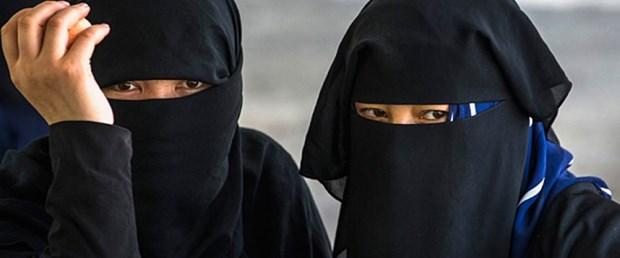 hollanda burka peçe yasak231116.jpg