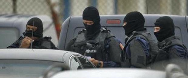 Hollanda'da PKK'ya operasyon