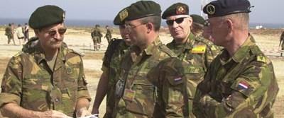 Hollandalı askerler Libya'da esir düştü