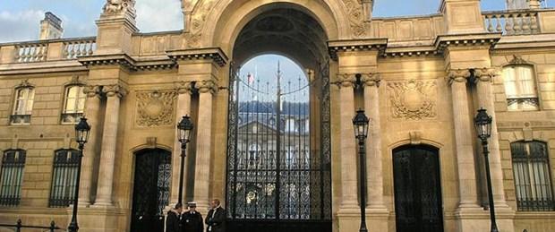 Hollande'ın sarayına araçla saldırı