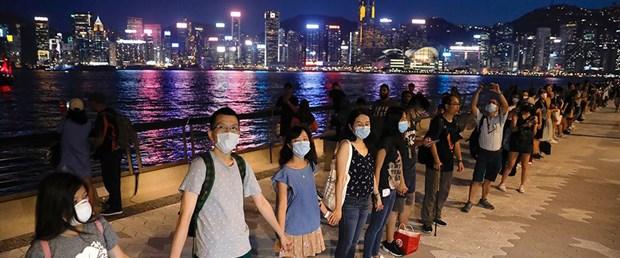 Hong Kong'da 45 kilometrelik insan zinciri