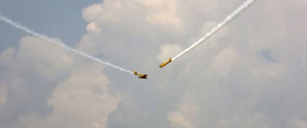 İki uçak havada çarpıştı: 2 ölü