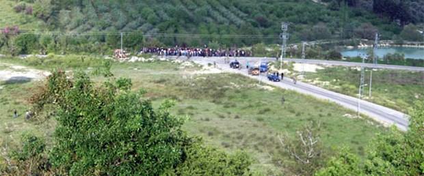 İlk mülteciler Türkiye sınırını geçti
