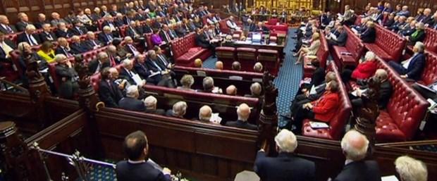 ingiliz parlamento100317.jpg