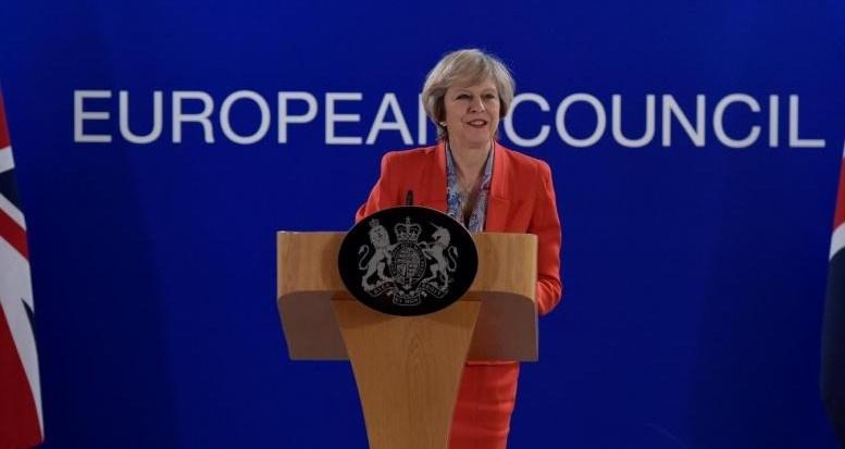 Geçtiğimiz haftalardaBBC'nin sorularını yanıtlayan İngiltere Başbakanı May, en geç Mart 2019'da İngiltere'nin Avrupa Birliği'nden tamamiyle ayrılmış olacağını belirtmişti.