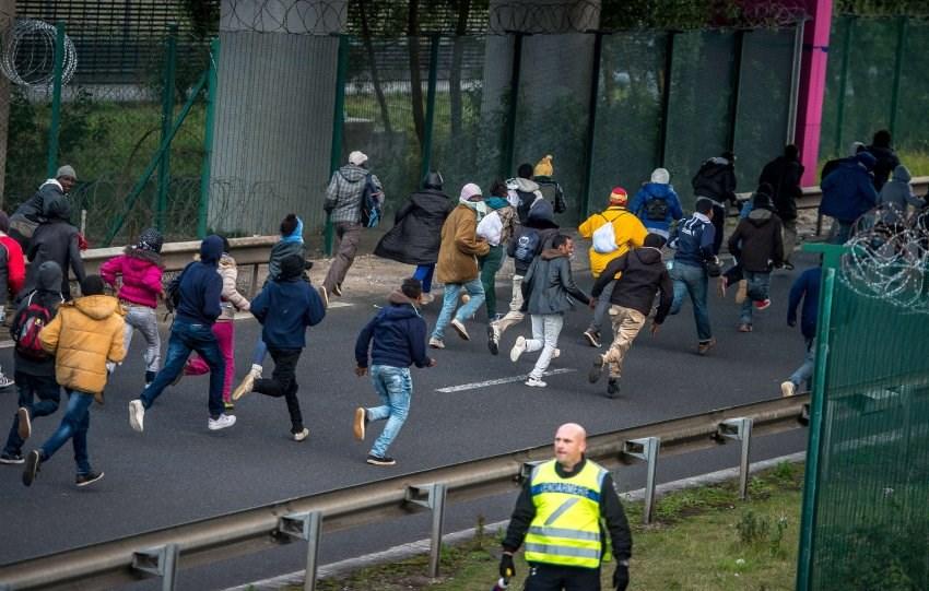 İngiltere ile Fransa arasında mülteci gerilimi