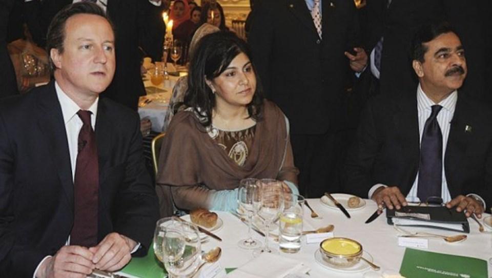 İngiltere Başbakanı David Cameron seçimler öncesi Pakistanlı Müslümanlarla bir araya gelmişti.