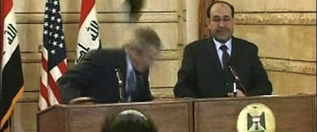 Iraklı gazeteci Bush'a ayakkabı fırlattı