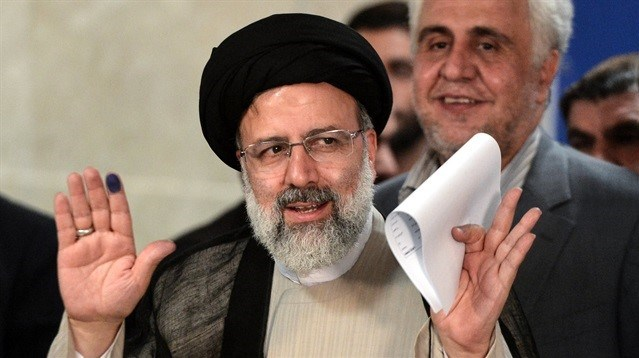 Muhafazakar aday İbrahim Reisi, Hasan Ruhani'nin en büyük rakibi olarak gösteriliyordu.