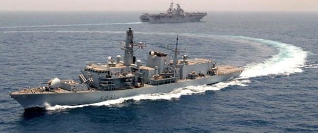 İran Suriye'ye iki savaş gemisi gönderdi