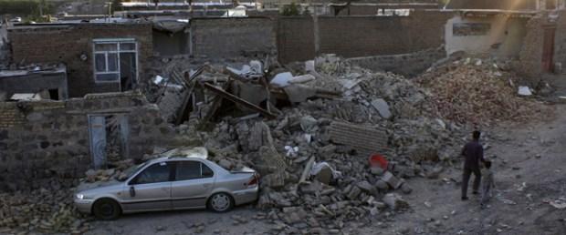 iran-deprem-belucistan150515.jpg