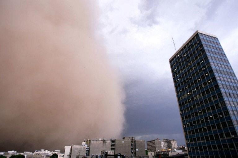 İran'da kum fırtınası can aldı