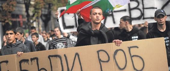 Irkçı partinin gösterileri Türklere yöneldi
