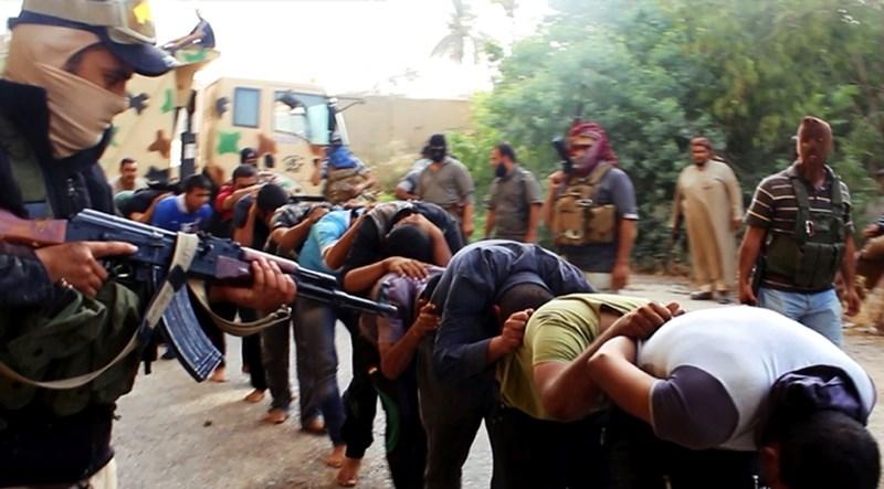 IŞİD 1700 kişiyi kurşuna dizdi