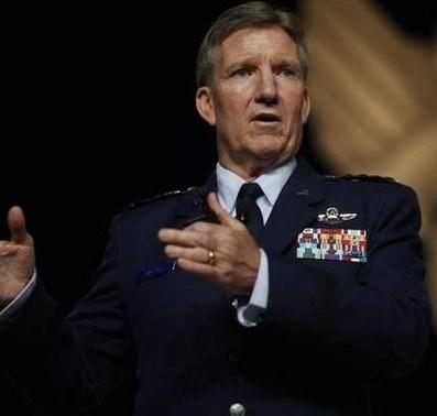 ABD'li komutan Hawk Carlisle, IŞİD'e karşı şimdiye kadar 4200 hava operasyonu gerçekleştirildiğini söyledi.
