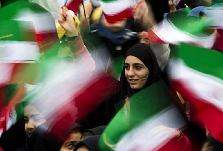 İran İslam Devrimi'ni kutluyor