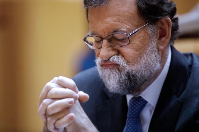 Yolsuzluk davaları nedeniyle zor günler yaşayan İspanya Başbakanı Mariano Rajoy parlamentoda güvenoyu alamadı ve koltuğunu Sosyalist lider Pedro Sanchez'e kaptırdı.