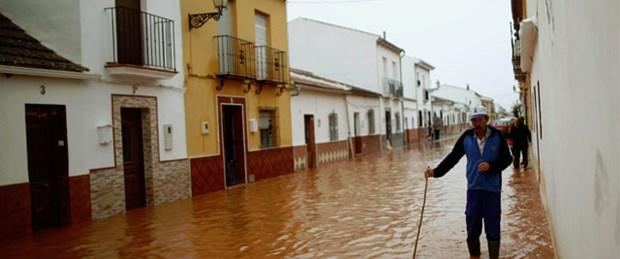 İspanya'yı sel vurdu: 10 ölü