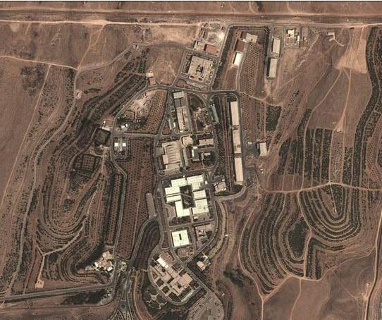 Suriye ordusunun vurulduğunu açıkladığı bilimsel araştırma tesisinin uydu görüntüsü.