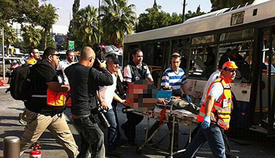 Tel Aviv'de bir otobüste meydana gelen patlama sonrası yaralılar hastanelere taşındı.