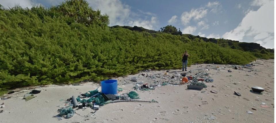 Lavers, adayı çöplüğe çeviren plastik atıkların deniz akıntılarıyla geldiğini söyledi.