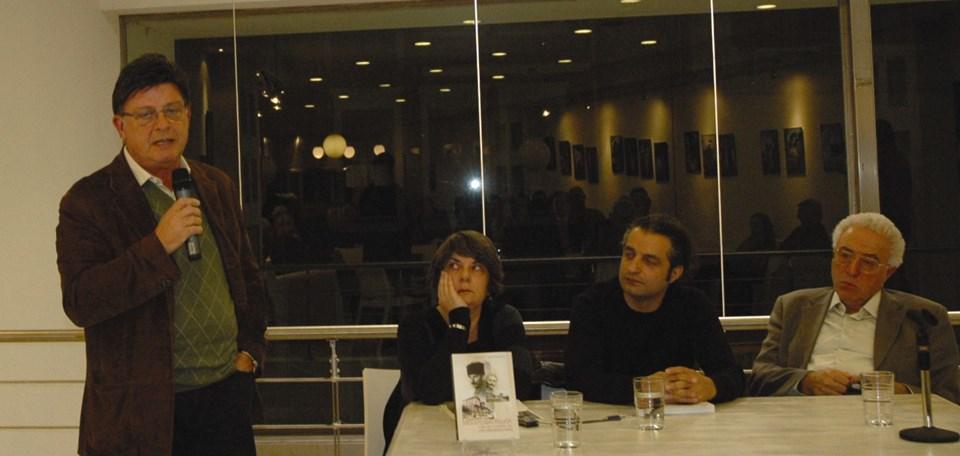 Hristodulu'nun Mustafa Kemal'in Selanik'teki yaşamıyla ilgili kitabının tanıtımı 2007 yılındaİskeçe kentinde,Empros gazetesinin evsahipliğinde yapılmıştı. Gazetenin Genel Yayın Yönetmeni Diafonidis Giannis de (en sağda) gecede hazır bulunmuştu.