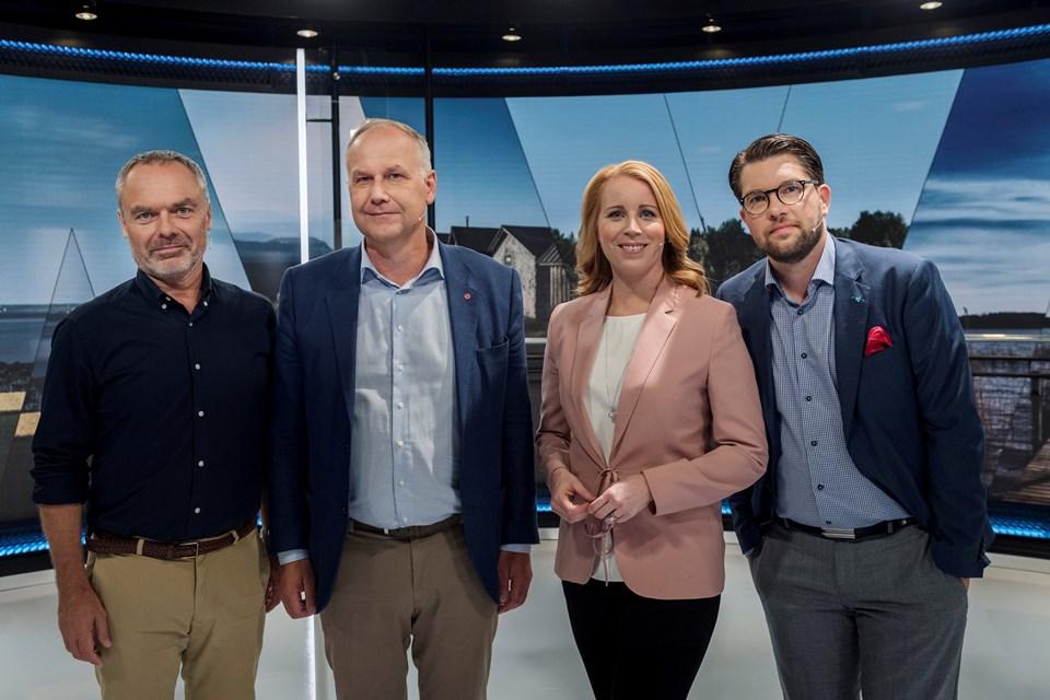 İsveç'te pazar günü yapılacak seçimler öncesi parti liderleri ekranlarda kozlarını paylaştı.