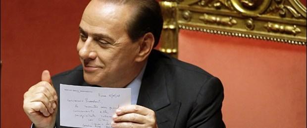 İtalya muhalefeti: Berlusconi kral olmak istiyor