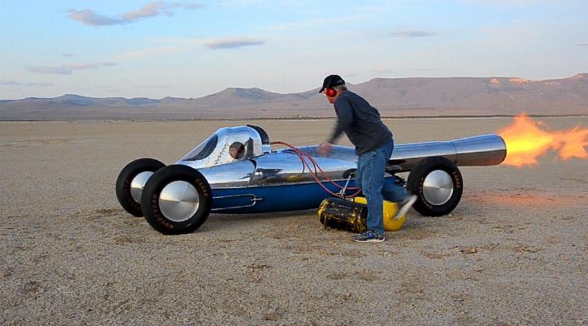 Jet motorlu otomobil yaptı