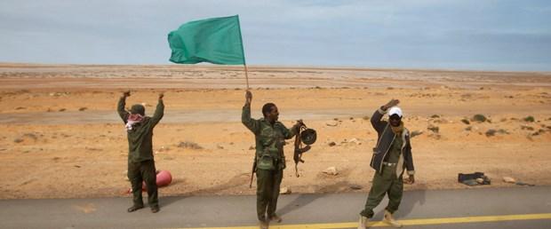 Kaddafi güçleri ilerliyor