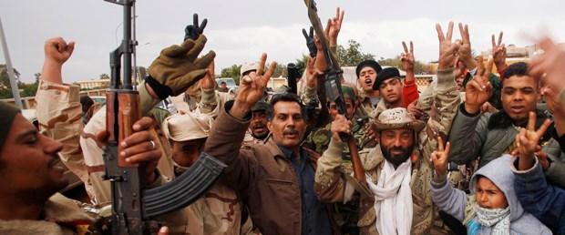 Kaddafi isyanı parayla durdurmak istiyor