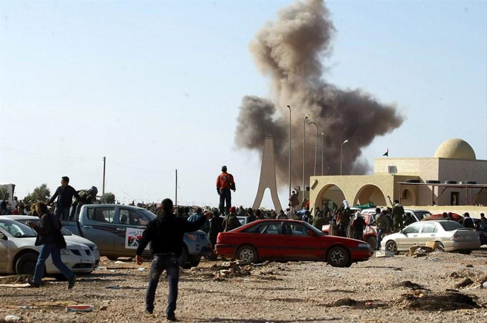 Kaddafi petrol kentini vurdu