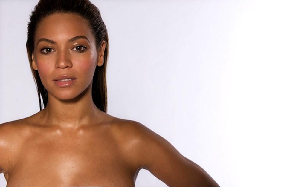 Beyonce de Kaddafi ailesine özel konser verip astronomik ücret aldığı söylenen şarkıcılardan biri.