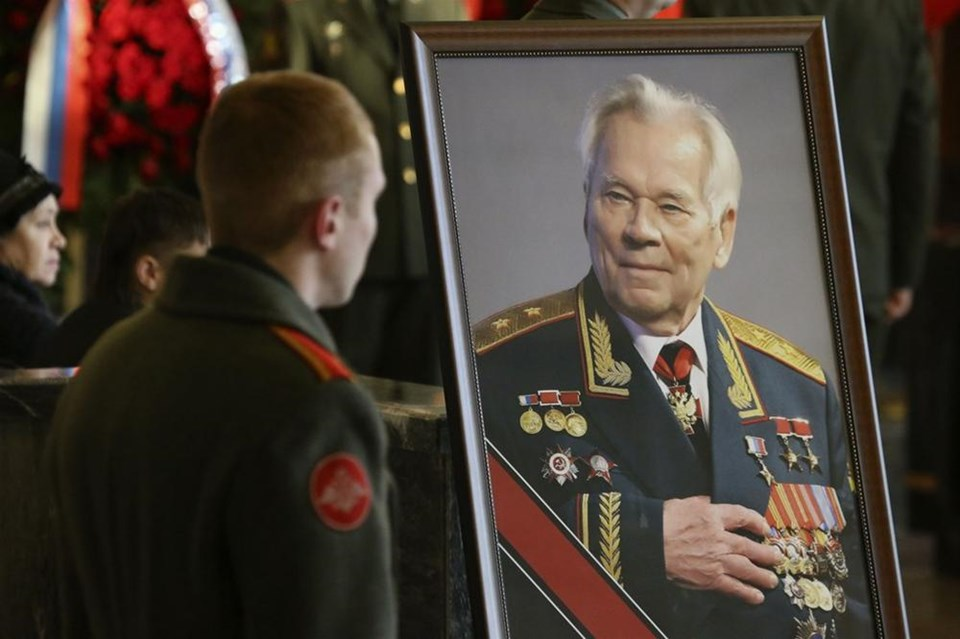 Kalaşnikov'u 60 bin kişi uğurladı