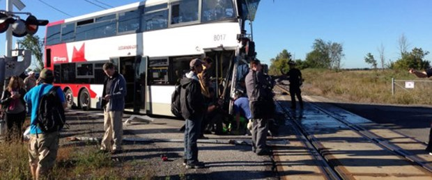 Kanada'da tren ve otobüs çarpıştı