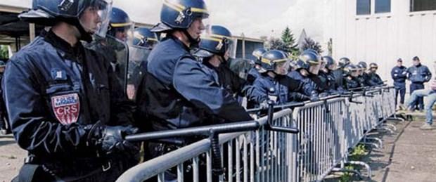 Karikatür kışkırttı, polis güldürdü