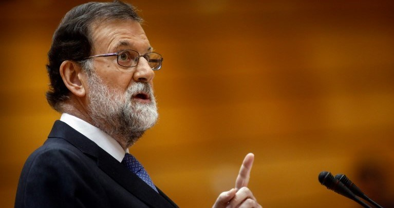 """İspanya Başbakanı Mariano Rajoy, Katalonya'nın tek taraflı bağımsızlık kararı sonra halkı sakin olmaya çağırdı. Rajoy, """"Katalonya'da hukukun üstünlüğü sağlanacak"""" dedi."""