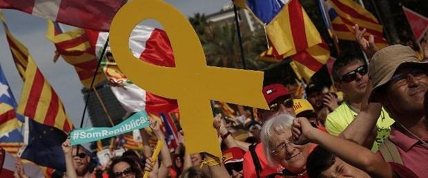 katalonya sarı kurdela ispanya110319.jpg
