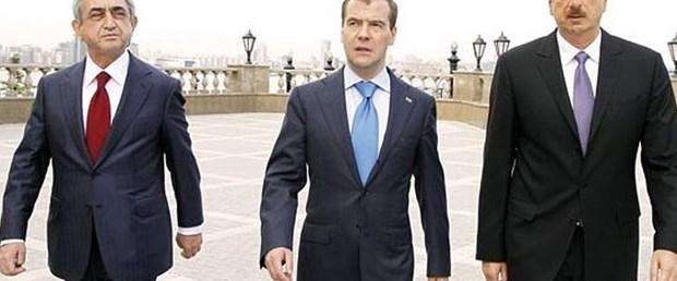 Kavgayı Medvedev engelledi