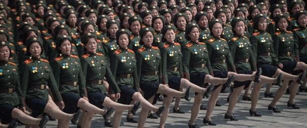 kuzey kore kim askeri geçit080218.jpg