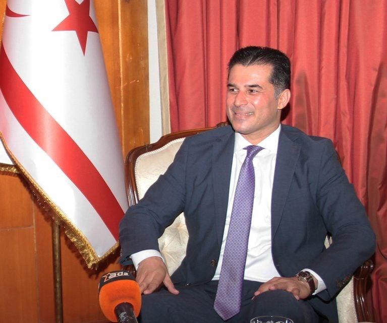 Kuzey Kıbrıs Türk Cumhuriyeti azınlık hükümeti Başbakanı Hüseyin Özgürgün