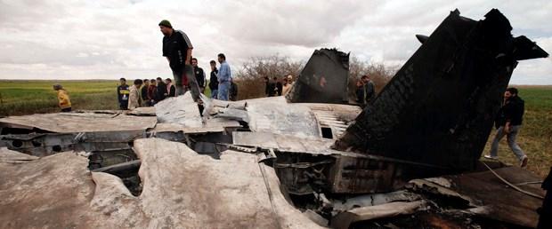 Koalisyon uçakları Kaddafi'nin uçağına saldırdı