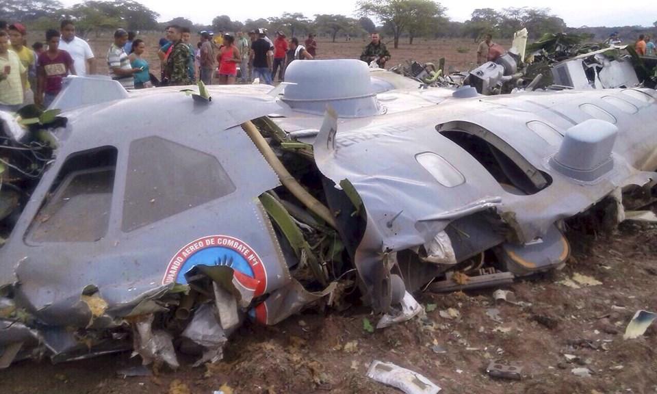 Kolombiya'da askeri uçak düştü