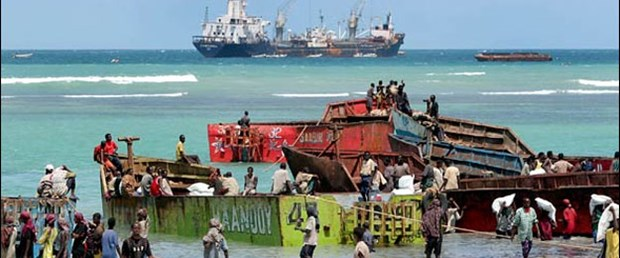 Korsanlar tank yüklü gemiyi bırakıyor