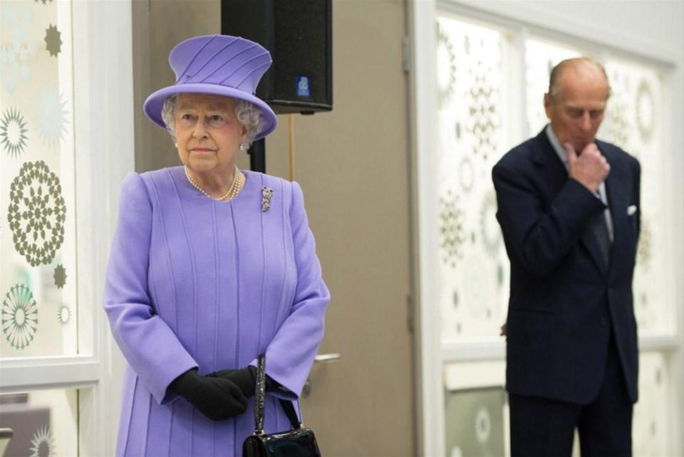 Kraliçe hastaneye kaldırıldı