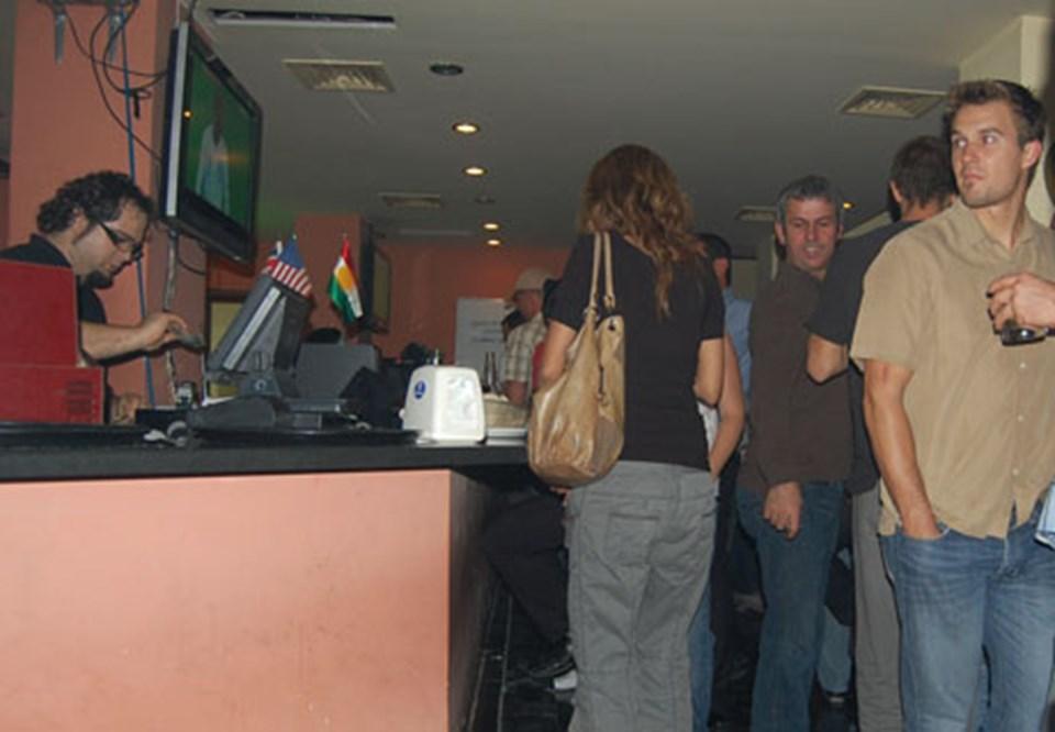 T Bar'da fotoğraf çekilmesi yasak değil ama yine izinverilmedi!