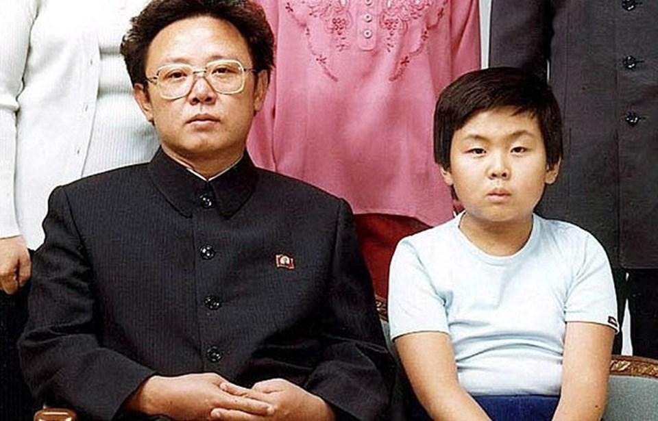 Malezya'da öldürülen Kim Jong-nam, Kuzey Kore lideri Kim Jong-il'in evlilik dışı ilişkisinden dünyaya gelmişti. Kim Jong-nam'ın annesi Güney Koreli oyuncu Sung Hae-rim idi.