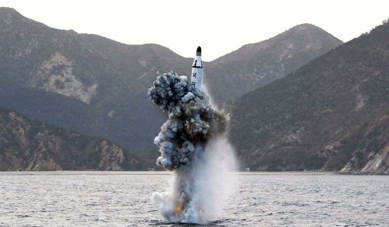Kuzey Kore dün bir tekneden balistik füze denemesi yapmıştı.