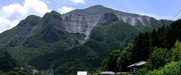 Lanetli dağda iki gazeteci öldü